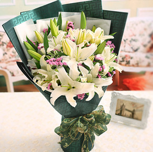 bouquet of lilies send flowers to macau